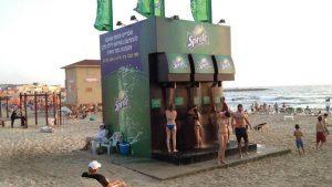 米Spriteのシャワー広告。自社の役割の中で遊び心を演出